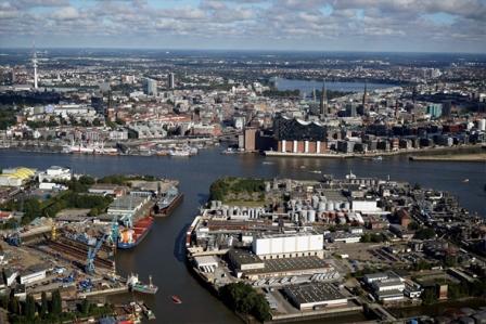 Panoramaaufnahme von Hamburg mit Elbphilharmonie
